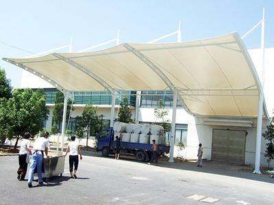企业钢结构停车棚安装,膜结构加工