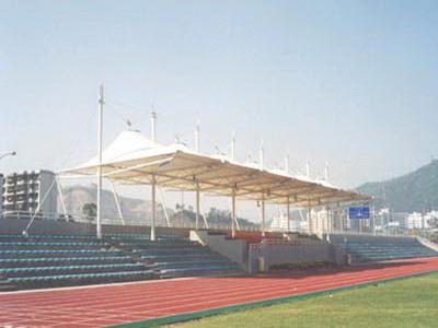 职业学院体育看台顶蓬工程施工