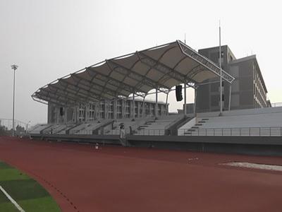 大学校园操作看台膜结构钢结构安装